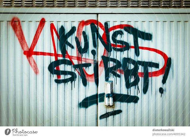 "Graffiti ""Kunst stirbt"" Krise Farbfoto Kultur Außenaufnahme Kreativität Corona Pandemie Corona-Virus Prävention Unterstützung Pandemie - Krankheit Verlierer"