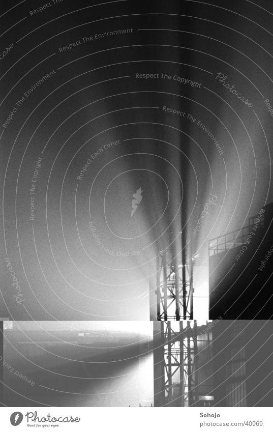Preussag Stahl Stahlwerk Licht körnig Nacht Industrie Peine Schwarzweißfoto Schatten Filmkorn Korn 3200ASA Beleuchtung hell