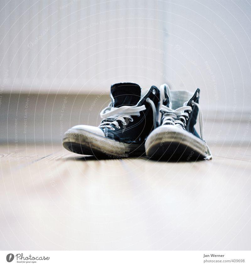 grow young Jugendliche Stadt Leben Stil Lifestyle Mode Design dreckig Musik authentisch Schuhe lernen Studium retro Coolness Student