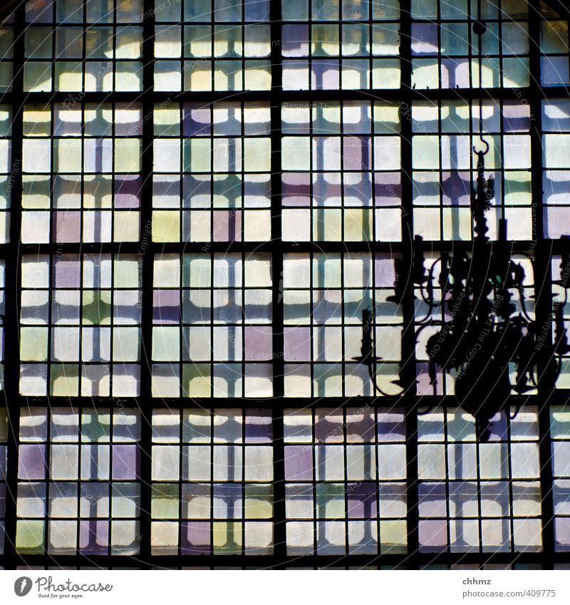 Mehrschichtig weiß ruhig schwarz Fenster Architektur Lampe Metall rosa Glas leuchten Burg oder Schloss hängen Raster Lichtschein Kronleuchter Leuchter