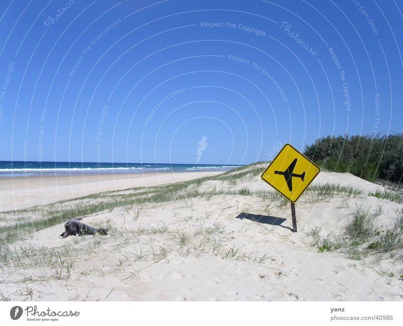 Landebahn Fraser Island Strand Flugzeug Australien gelb Schilder & Markierungen Insel Sand Himmel blau
