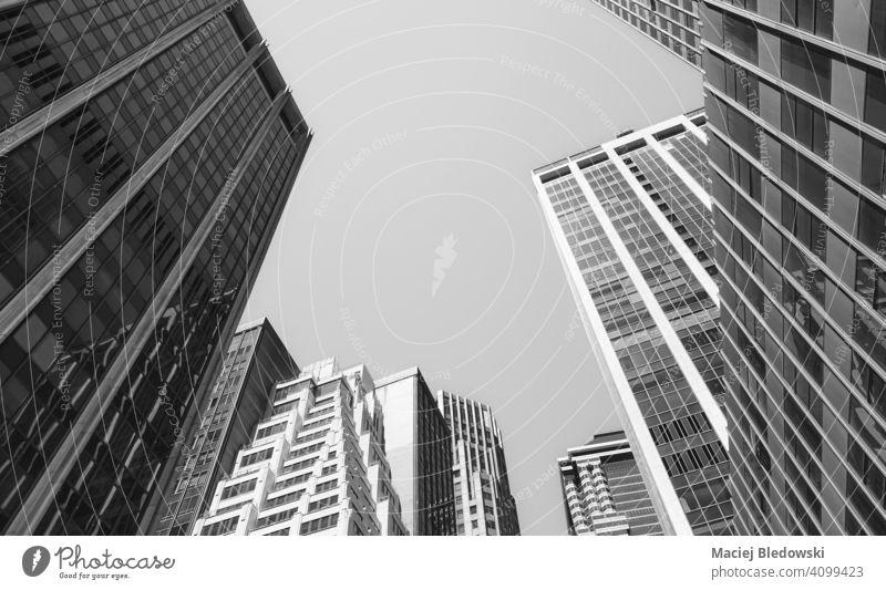 Blick auf Manhattan Gebäude, schwarz-weiß Bild, New York City, USA. Großstadt New York State Business Wolkenkratzer Büro nachschlagen schwarz auf weiß Stadtbild