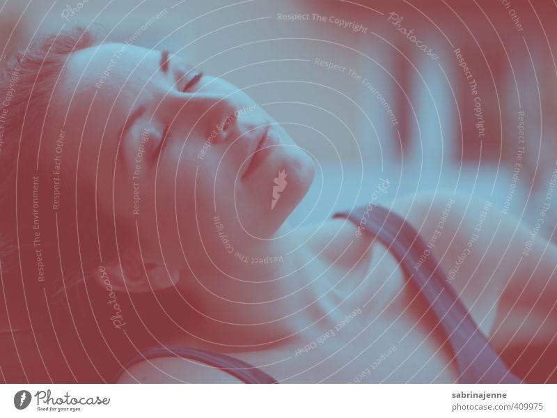 farbe bekennen Mensch Frau Jugendliche Erholung ruhig Junge Frau Erwachsene 18-30 Jahre feminin Gefühle Zufriedenheit ästhetisch Wellness Wohlgefühl brünett