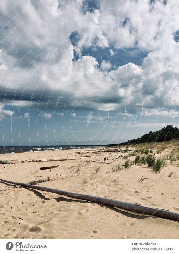 Sommertag am Strand Küste Küstenlinie Badeurlaub Himmel Skyline Blauer Himmel MEER Wasser Urlaub Sand Ferien & Urlaub & Reisen Natur blau Erholung Wolken