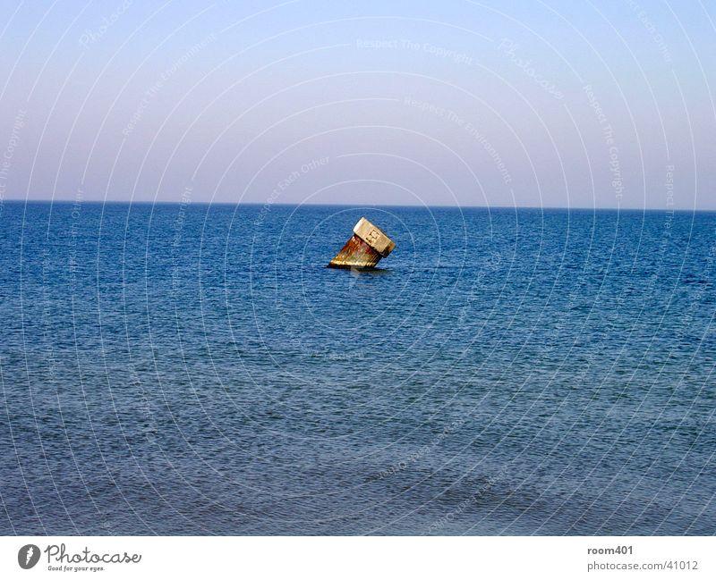das letzte Wasser Meer blau Einsamkeit standhaft
