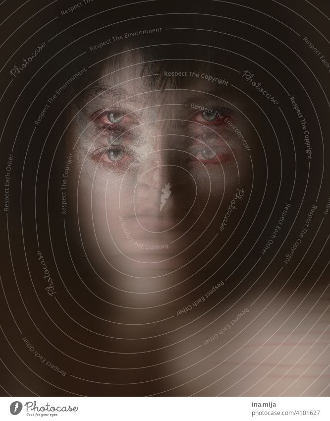 Seelenschmerz Schmerz Kummer Trauer Traurigkeit Verzweiflung Gefühle Einsamkeit Sorge Frau Enttäuschung Angst Sehnsucht Porträt Erschöpfung weinen Liebeskummer