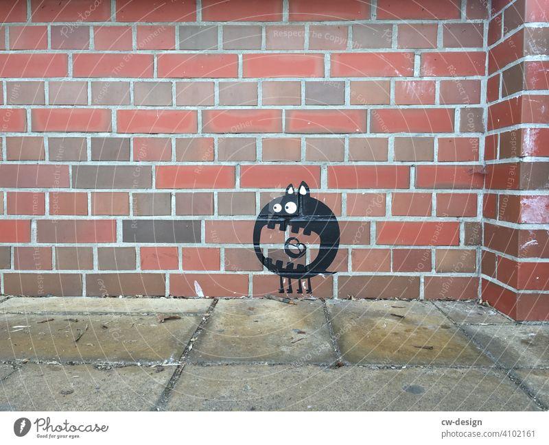 Monsterartiger Kopffüßer auf Fassade gesprüht Graffiti streetstyle Streetlife streetart Street Art Streetphotography Kunst Kunstwerk Kunsthandwerk klinker