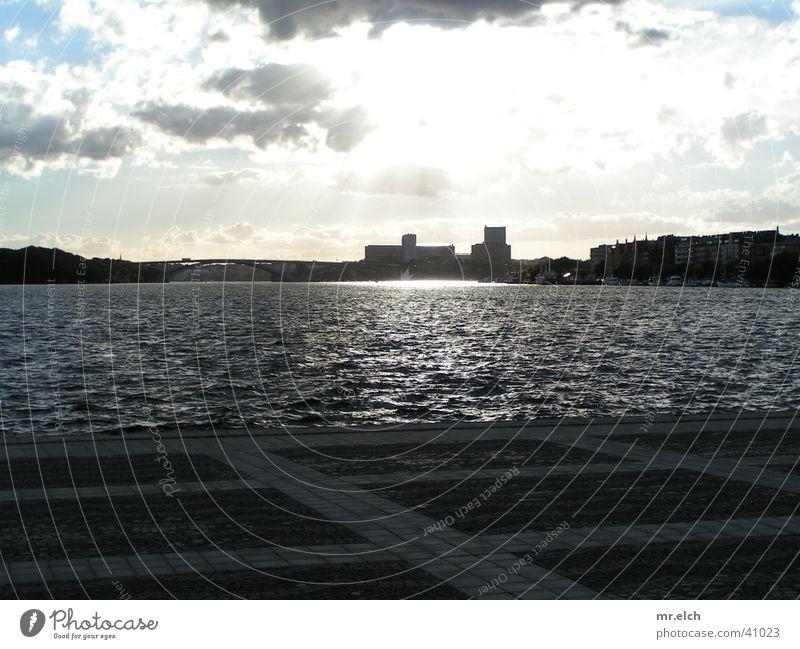 Wolkenspiel Stockholm Stadt Regen Licht Götter Venedig Einsamkeit Platz Europa Skyline Wasser Sonne bleiern Gott Lichtstrahl