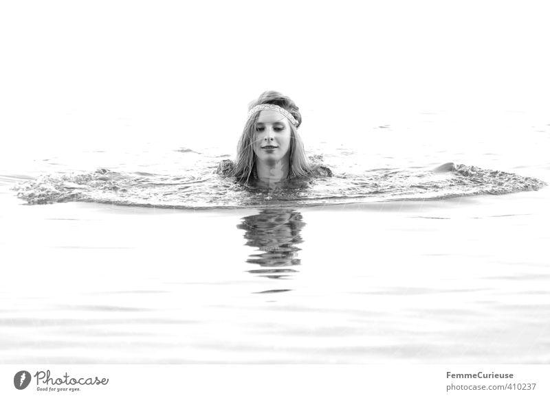 Wasserelfe (XVII) schön Leben Wohlgefühl Zufriedenheit Erholung feminin Mädchen Junge Frau Jugendliche Erwachsene 1 Mensch 18-30 Jahre Leichtigkeit Natur Engel