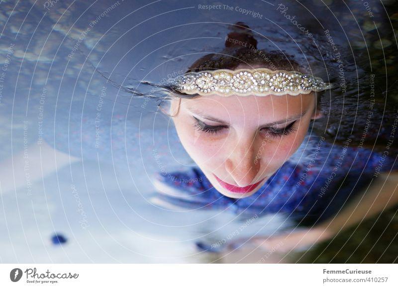 Wasserelfe (V) schön feminin Mädchen Junge Frau Jugendliche Erwachsene 1 Mensch 18-30 Jahre ästhetisch Zufriedenheit Natur Fee Elfe Prinzessin Schweben