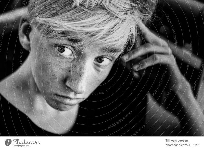 Jan Luft Mensch maskulin Gesicht 1 13-18 Jahre Kind Jugendliche T-Shirt Haare & Frisuren blond träumen Traurigkeit grau schwarz weiß Neugier Langeweile