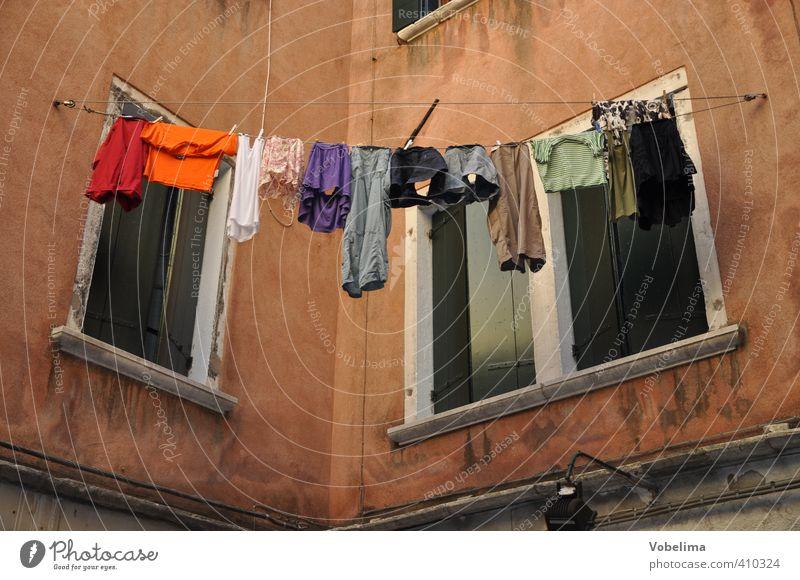 Wäsche an einem Haus in Venedig von Vobelima Ein