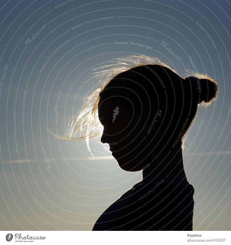 Sonnenkind Mensch feminin Kind Mädchen Kopf Haare & Frisuren Gesicht Nase Mund Lippen 1 Himmel Wolkenloser Himmel Sommer ästhetisch hell nah schön blau schwarz