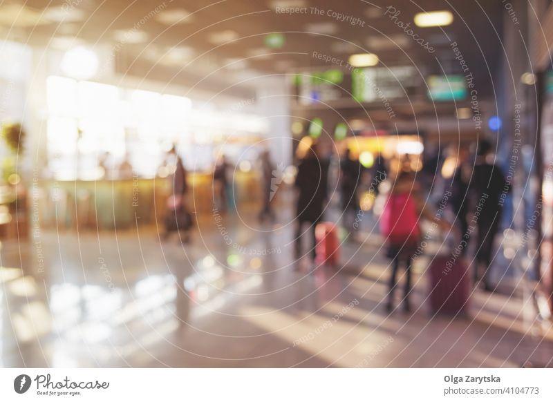 Unscharfe Menschen mit Gepäck im Flughafen. Unschärfe Hintergrund Silhouette Person modern reisen Innenbereich Transport Reise Verkehr Terminal Menge Passagier