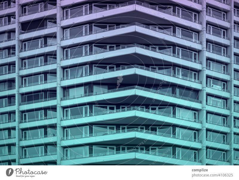 City-House Geometrie Gegenlicht Sonnenstrahlen Reflexion & Spiegelung Abend Menschenleer Außenaufnahme Balkon Fassade Wand Mauer Hochhaus bevölkert Stadtrand