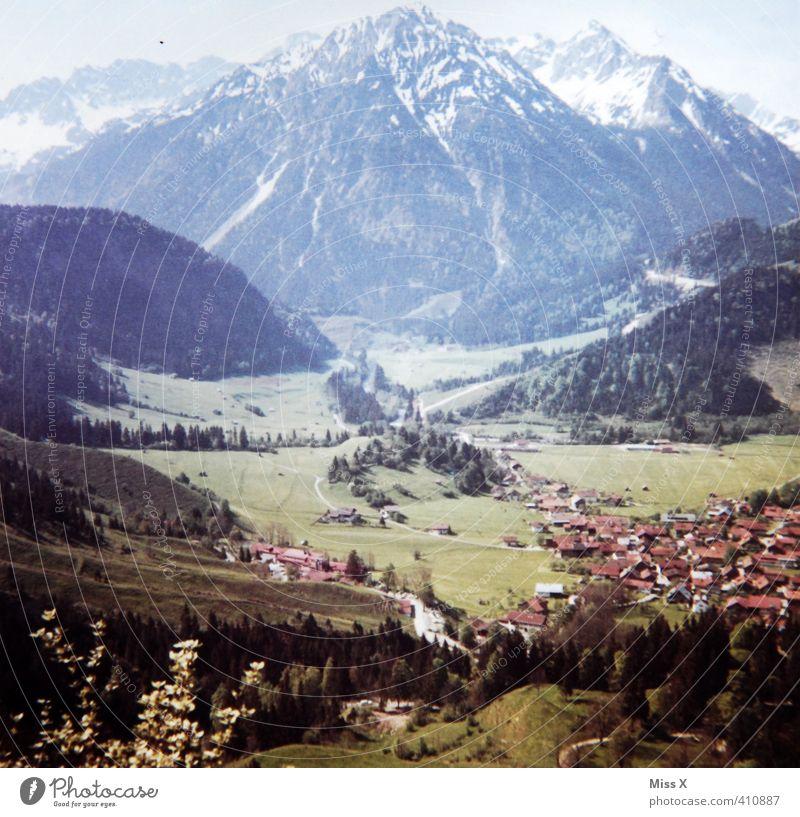 Postkarte 1965 Ferien & Urlaub & Reisen Tourismus Ausflug Ferne Sommerurlaub Berge u. Gebirge wandern Alpen Gipfel Schneebedeckte Gipfel Dorf Stimmung Fernweh