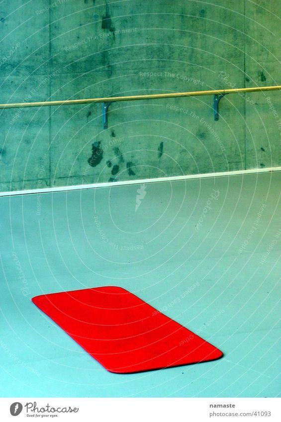 rote balletmatte Sport Tanzen Kunst Beton rein Konzentration türkis Lagerhalle Niederlande sehr wenige Kunsthandwerk roh streng Matten puristisch