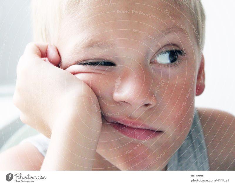 Augenblick Mensch Kind weiß Junge grau braun maskulin blond Kindheit Coolness Langeweile frech Interesse 3-8 Jahre