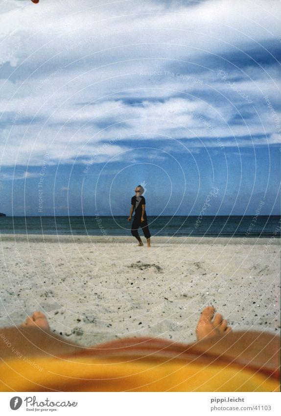 beach Mensch Sonne Strand Leben Erholung Beine Bikini Frisbee