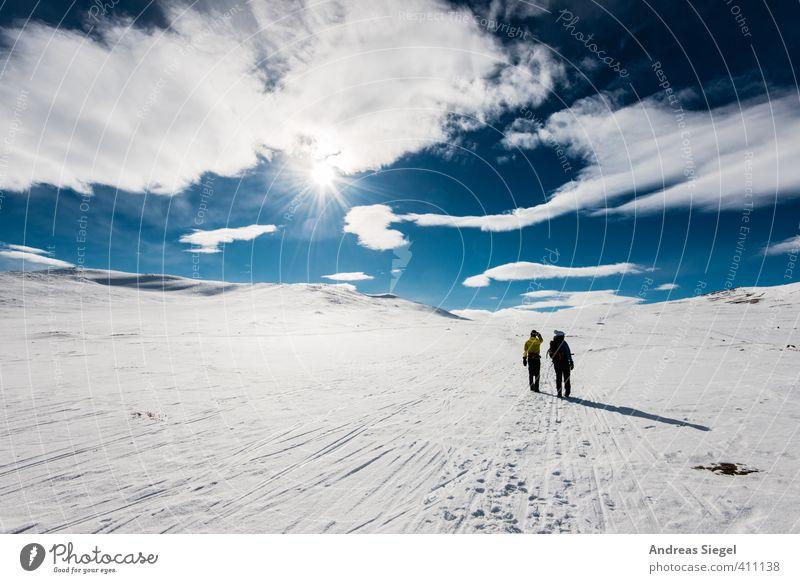 The Far White Under The Far Blue Mensch Ferien & Urlaub & Reisen blau weiß Landschaft Wolken Winter Ferne Berge u. Gebirge Umwelt Schnee Freiheit Eis Kraft frei Tourismus