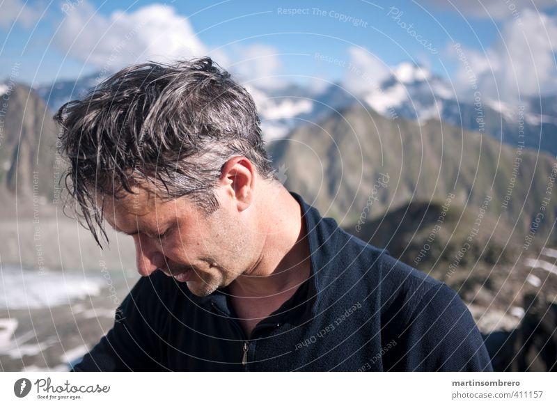 Anstrengung Freude Fitness Zufriedenheit Wandern Abenteuer Berge u. Gebirge Klettern Bergsteigen Mensch maskulin Mann Erwachsene Kopf Gesicht 1 30-45 Jahre blau
