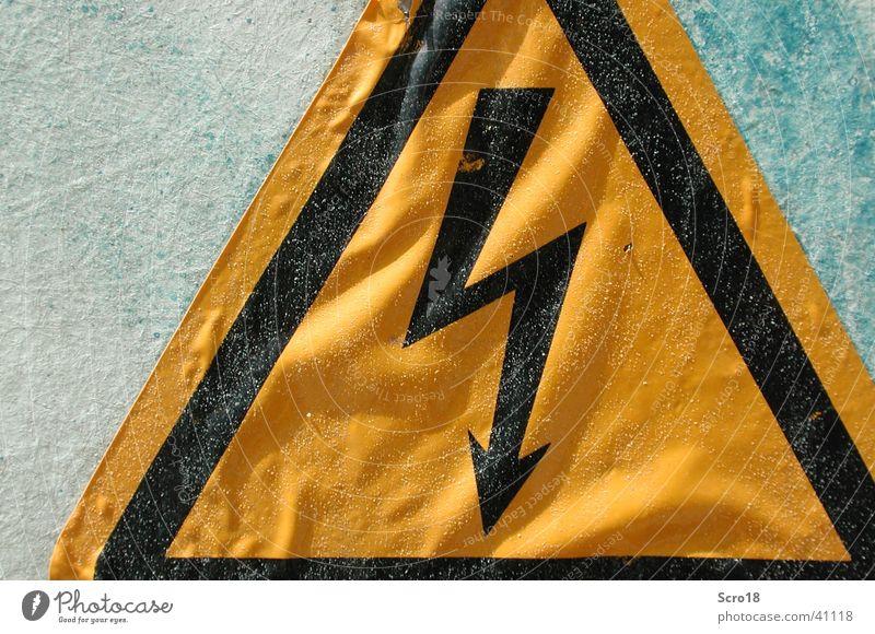 Sign Schilder & Markierungen Industrie Elektrizität Zeichen Blitze Warnhinweis Verkehrszeichen Warnschild