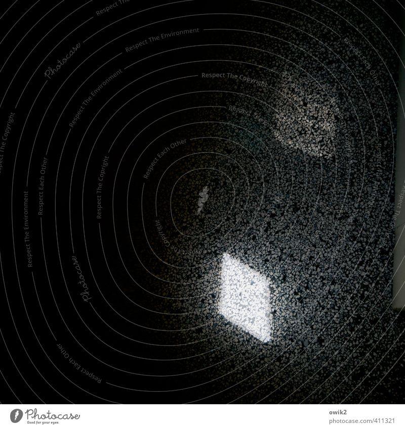 Terrazzo Bodenbelag Stein hart leuchten fest glänzend unten schwarz weiß Wandel & Veränderung Zeit Lichteinfall dunkel Farbfoto Gedeckte Farben Innenaufnahme