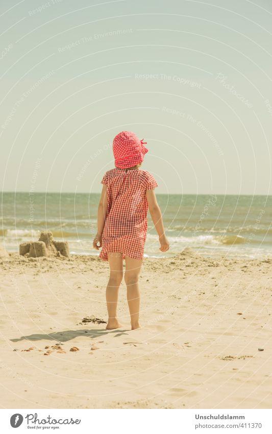Holy Summer Kind Ferien & Urlaub & Reisen blau Sommer Sonne Meer rot Erholung Mädchen Strand Glück hell Stimmung Wellen Kindheit Idylle