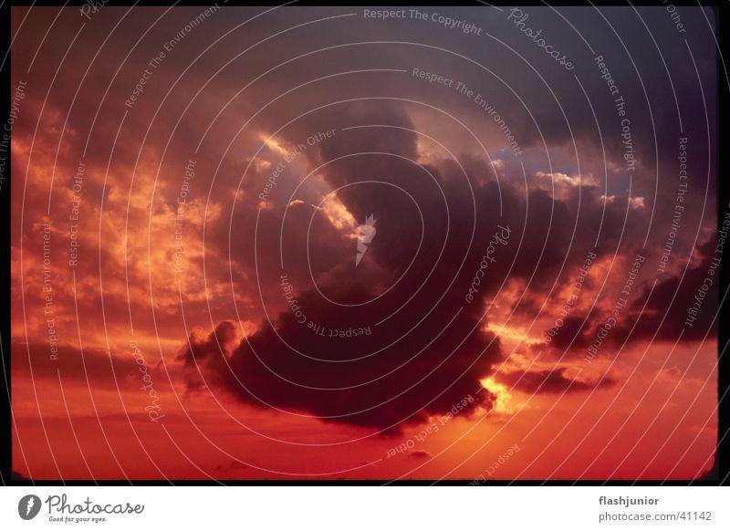 Sonnenuntergang mit Wolken Wolken