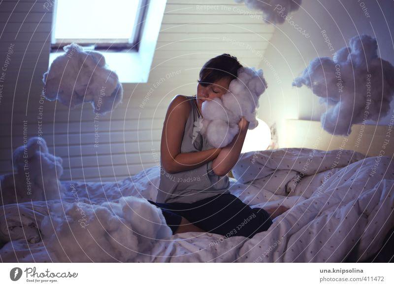 traumland Wohnung Innenarchitektur Lampe Bett Schlafzimmer Dachboden Junge Frau Jugendliche 1 Mensch 18-30 Jahre Erwachsene Wolken Denken schlafen träumen