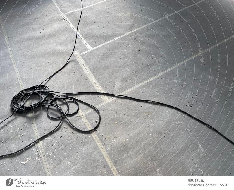 verwirrung. Kabel Kabelsalat Farbfoto Technik & Technologie Elektrizität Elektrisches Gerät Energiewirtschaft Leitung durcheinander Versorgung Verbindung