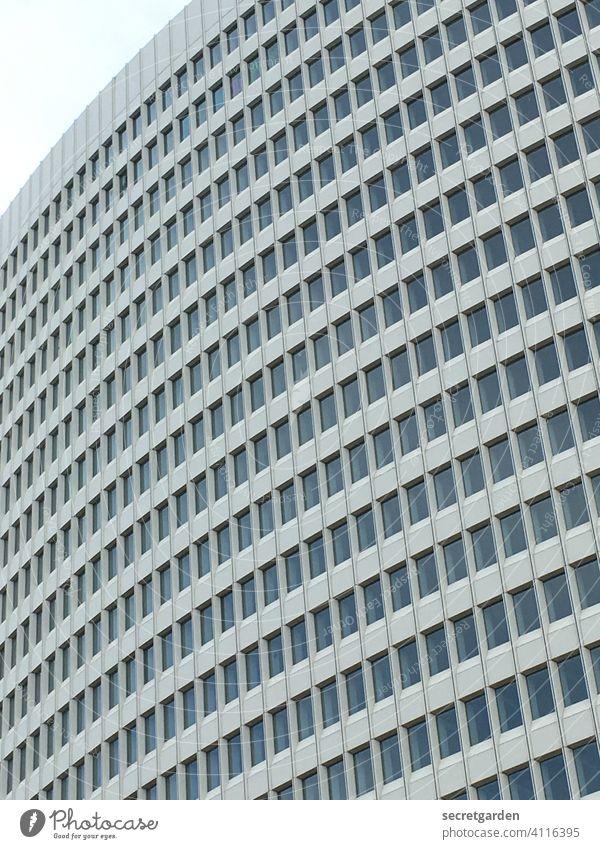 Alles bloß Fassade Architektur Hamburg weiss regelmässig Bauwerk Gebäude Außenaufnahme Menschenleer Hochhaus Hochhausfassade trist Moderne Architektur