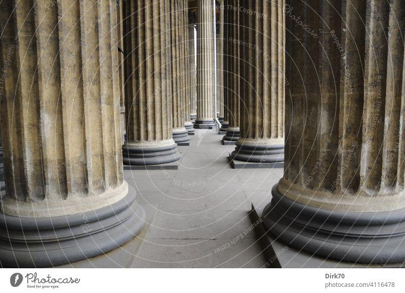 Säulenwald - Detail der Kolonnaden der Kasaner Kathedrale, St. Petersburg UNESCO-Weltkulturerbe UNESCO-Welterbe Architektur historisch Gebäude alt Tourismus
