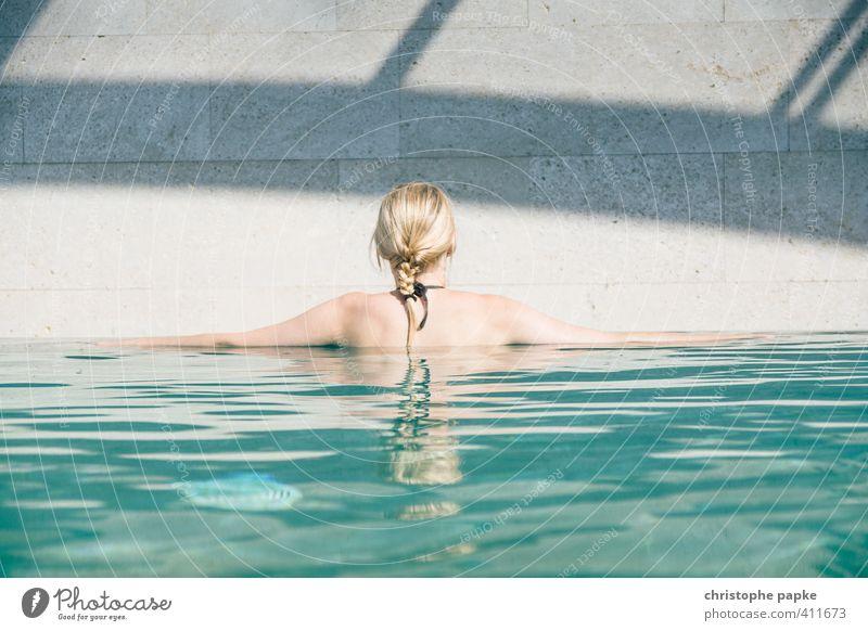 Zeit für Auszeit Mensch Jugendliche Ferien & Urlaub & Reisen schön Sommer Erholung Freude ruhig Junge Frau Erwachsene 18-30 Jahre feminin Haare & Frisuren Schwimmen & Baden Stil Kopf