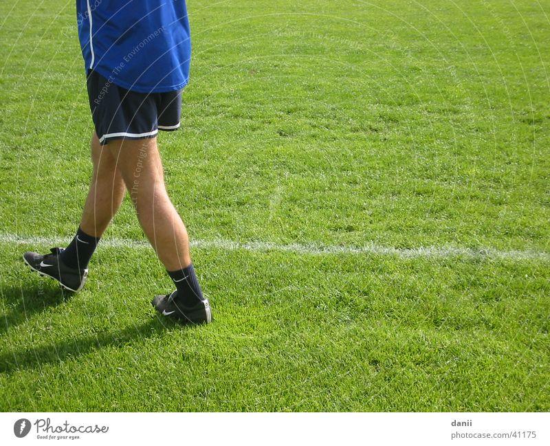 Trainer Mann Sport Beine Fußball laufen Rasen Spielfeld 1860
