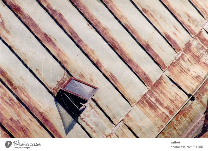 Dachfenster Fenster Graffiti Architektur Dach Rost Vogelperspektive Salzburg Dachfenster