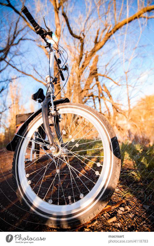 Fahrradtour reifen fahrradreifen lenker lenkrad natur abendsonne draußen aktivität outdoor weitwinkel fischauge speichen oldschool retro klappfahrrad