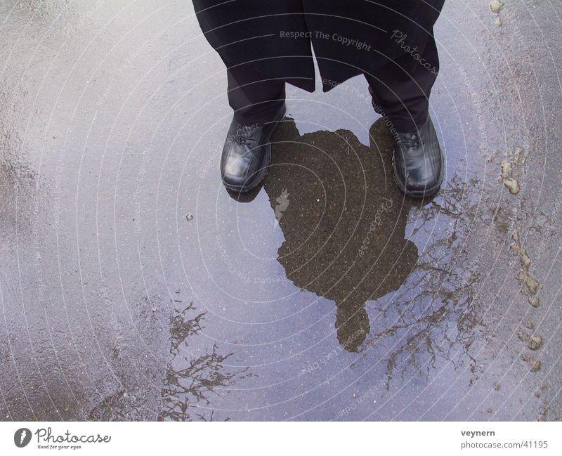 Schwarz im Regen Mensch Wasser