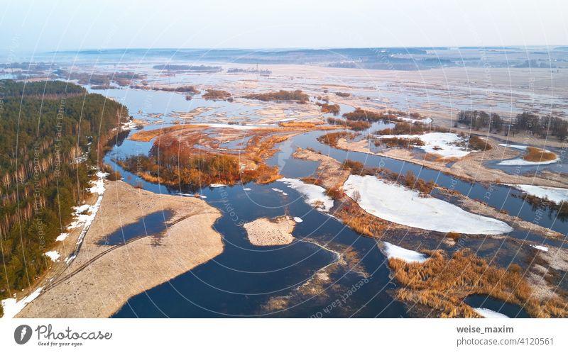 Frühling Schmelzen Fluss Überschwemmung Luftbild-Panorama. Überlaufwasser im Frühling fluten Antenne Sintflut Überschwemmungen Wasserstand alluvion Ansicht