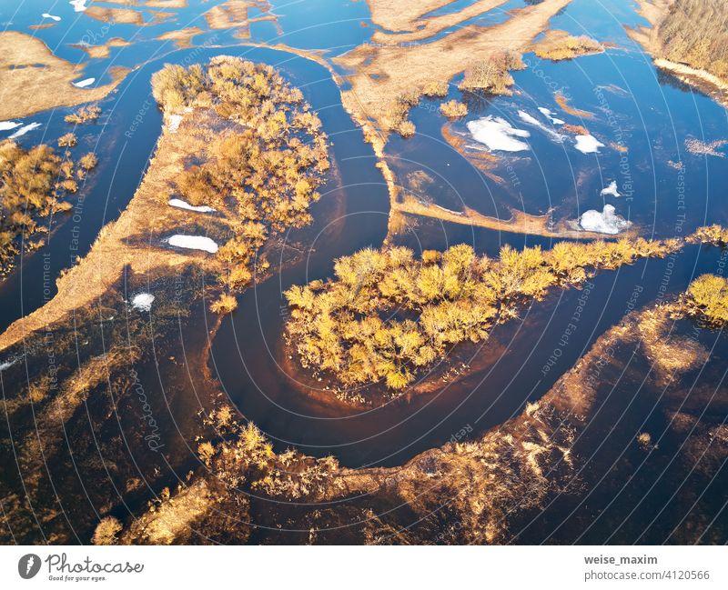 Frühling Schmelzen Fluss Überschwemmung Luftbild-Panorama. Überlauf Wasser im Frühjahr. fluten Antenne Sintflut Überschwemmungen Wasserstand alluvion Ansicht