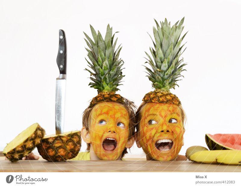 Hilfe Mensch Kind Erwachsene Gefühle Tod lustig Paar Stimmung Familie & Verwandtschaft Lebensmittel Angst Frucht Ernährung bedrohlich Mutter Todesangst