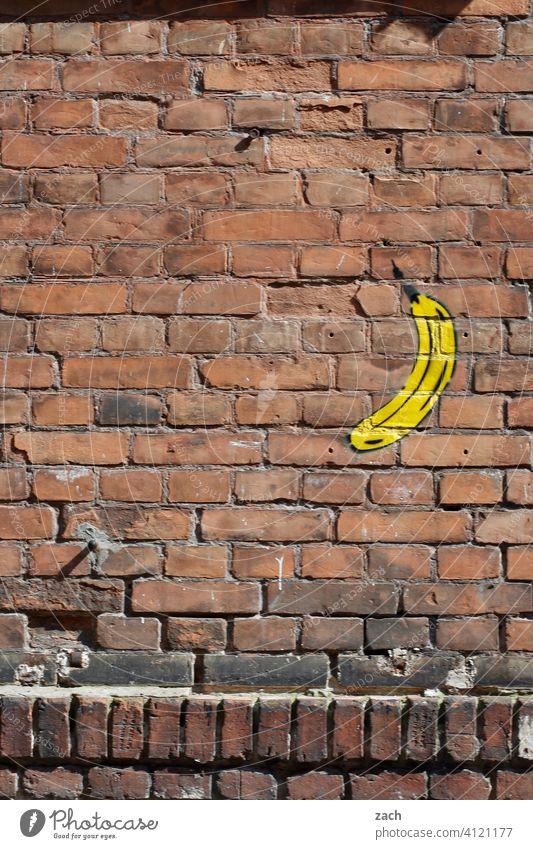 Ausgerechnet Bananen Fassade Wand Hausmauer Mauer Frucht Graffiti Ziegel Ziegelsteine