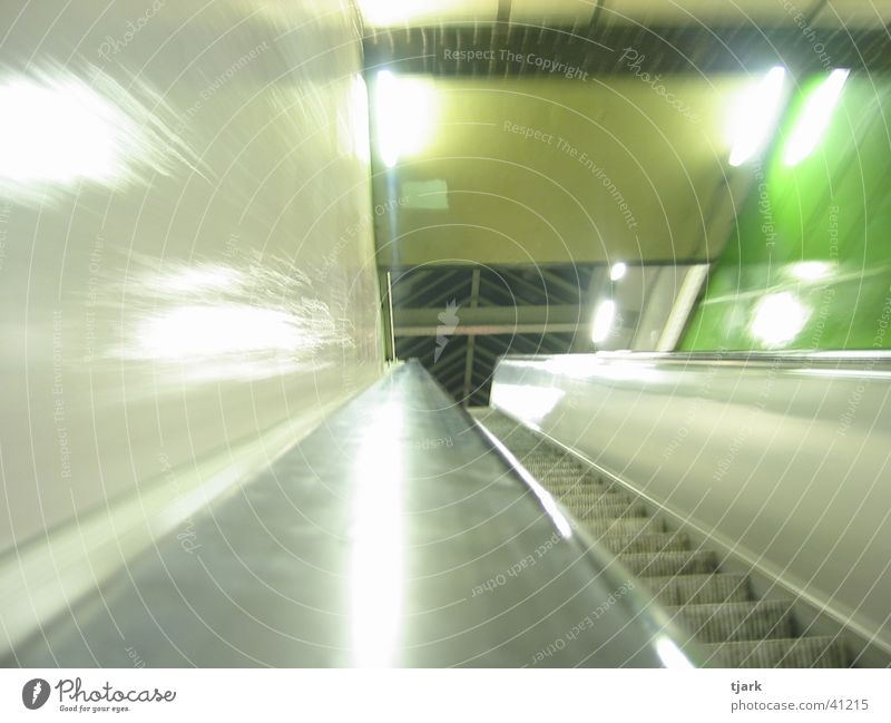 Berliner U-Bahn Rolltreppe Station London Underground Nacht Fototechnik Verzerrung