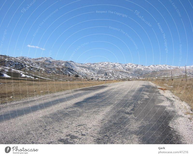 Straße ins Nichts Sommer Einsamkeit Ferne Straße Schnee Berge u. Gebirge Europa Unendlichkeit Türkei Landstraße