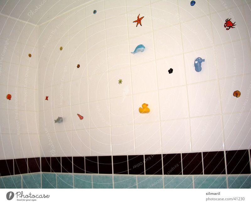süßes Badezimmer weiß Wohnung Bad Dekoration & Verzierung Häusliches Leben Fliesen u. Kacheln Fuge verschönern selbstgemacht Badeente Gummitier