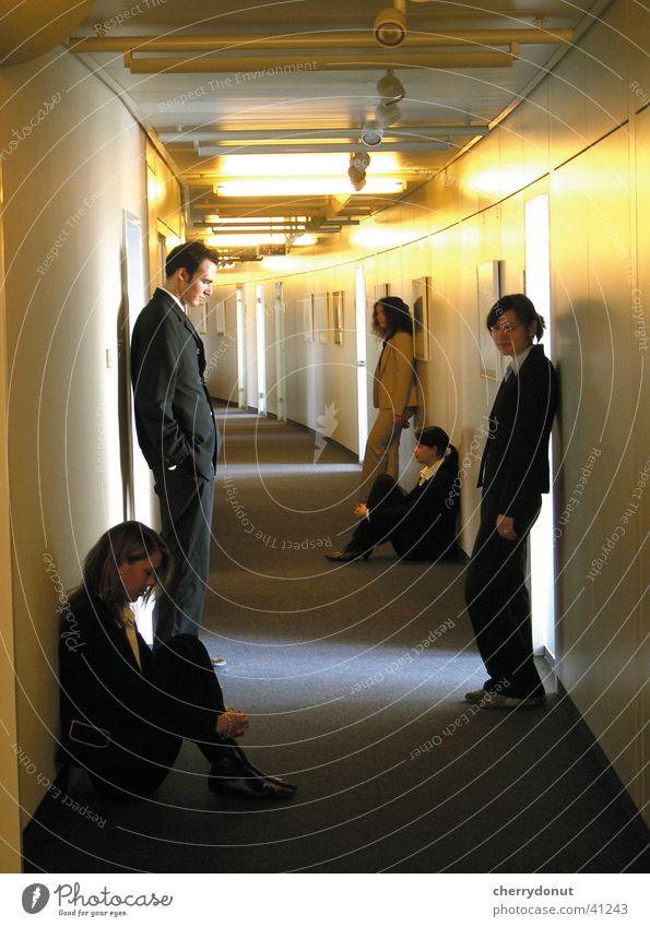gedankengaenge_1 Menschengruppe Denken Stimmung Arbeit & Erwerbstätigkeit warten Beginn Erfolg Coolness Konzentration Gedanke Wegsehen