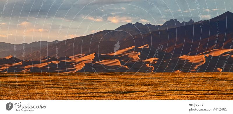 Ausklang Himmel Natur Ferien & Urlaub & Reisen Landschaft Ferne Umwelt Berge u. Gebirge Wärme Freiheit Sand Wetter gold Klima Abenteuer Gipfel Hügel
