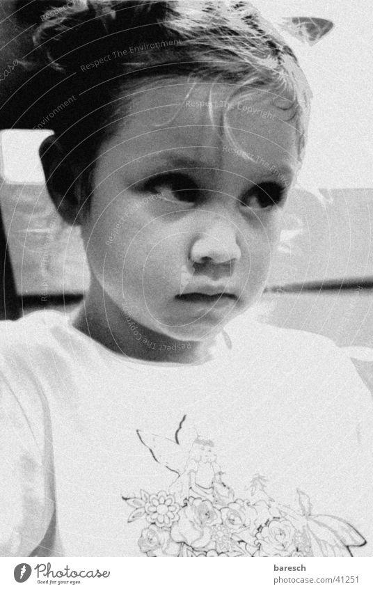 bienchen Kind Mädchen Müdigkeit überwältigt