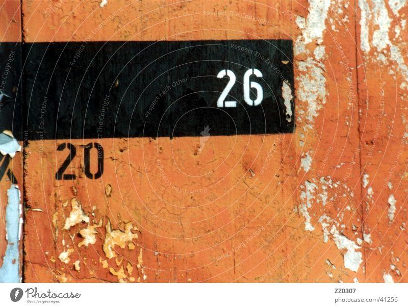 20-26 schwarz Farbe Wand Mauer kaputt obskur Terrakotta