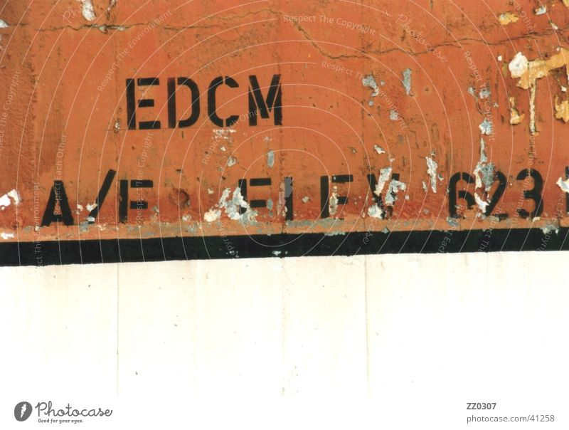EDCM schwarz Farbe Wand Mauer kaputt obskur Terrakotta